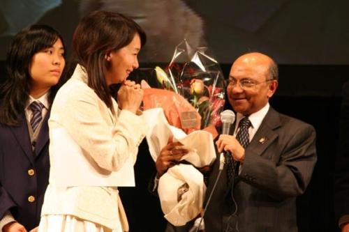 mr-gautam-and-dr-chan-at-crc-symposium-tokyo-nov07[1]